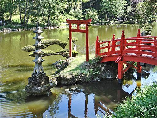 Le_pont_rouge_Parc_oriental_Maulevrier
